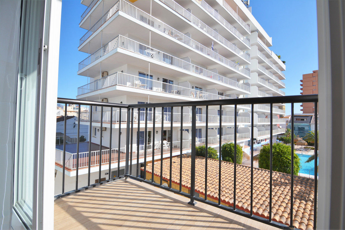 We present this beautiful property completely renovated in the heart of Fuengirola just a step away ,Spain