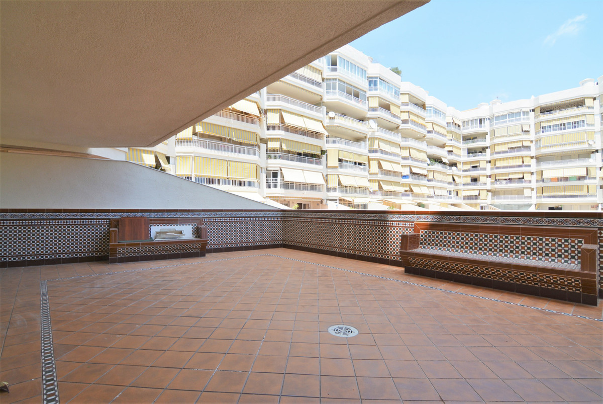 Luxurious apartment in the most exclusive area of Fuengirola, in the most famous blocks in Los Bolic,Spain