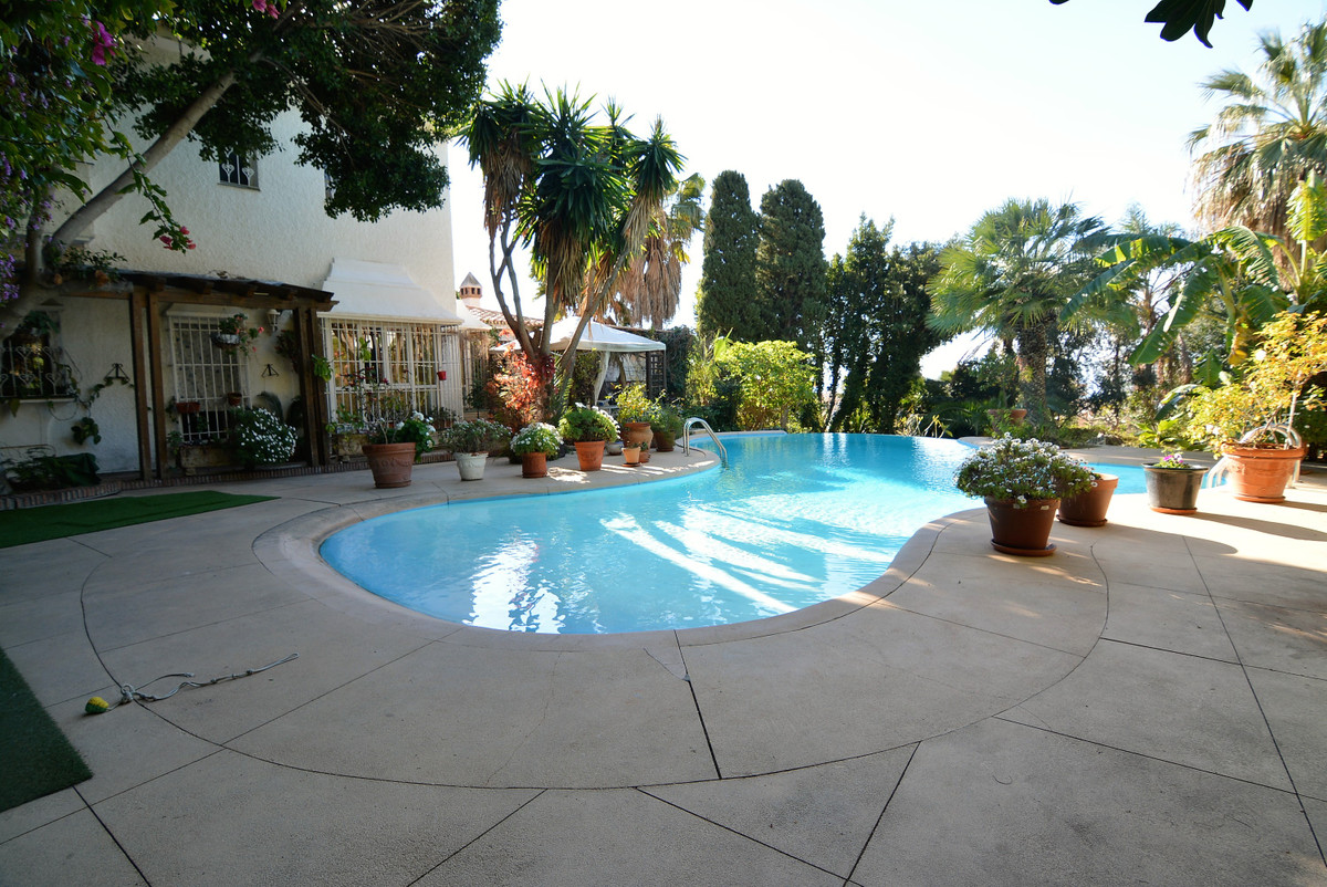 Great dream Villa with 7 bedrooms in the lower part of Torreblanca - Fuengirola.  It consists of 7 l,Spain