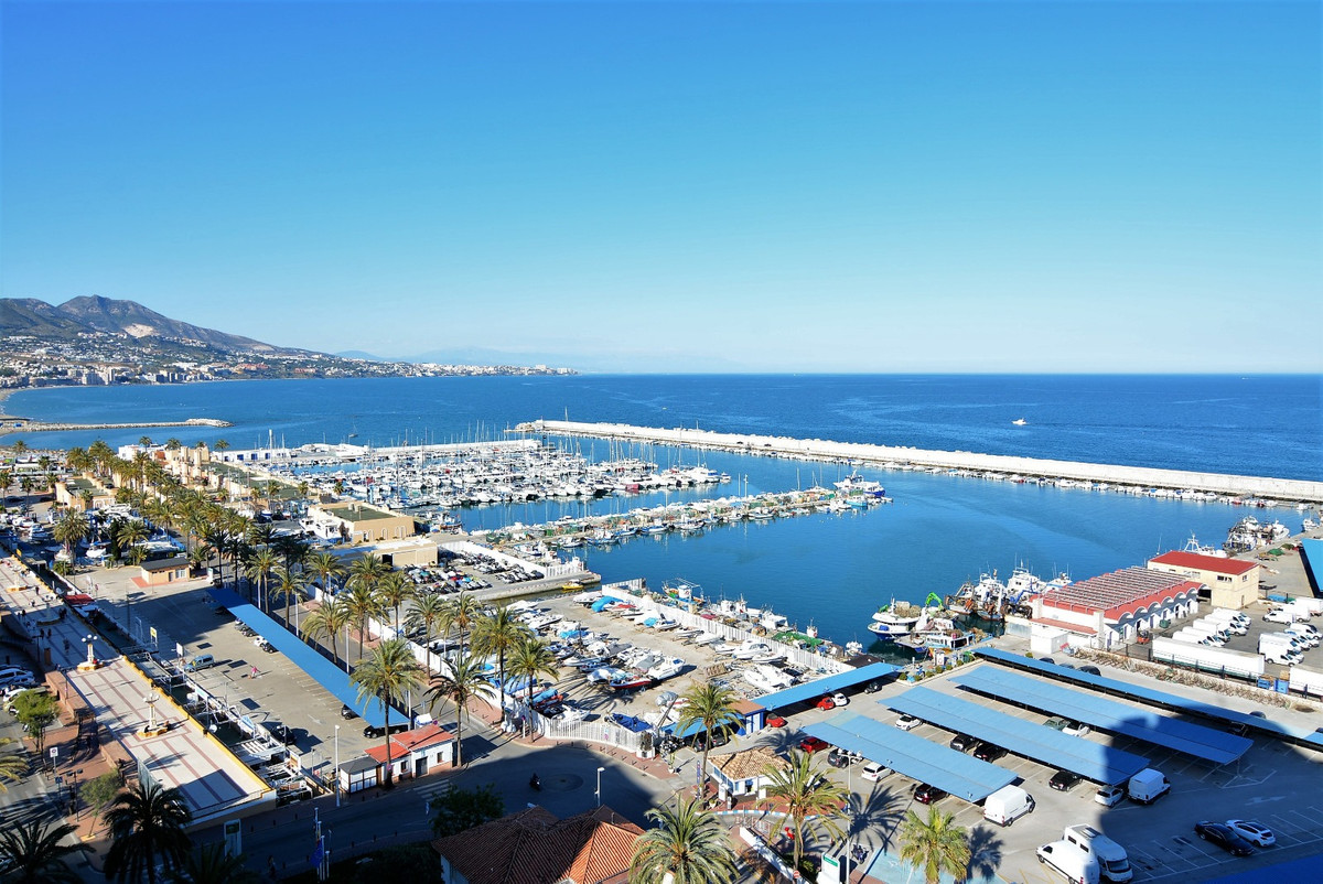Magnificent studio, for sale seafront Fuengirola newly renovated, with magnificent views of the sea ,Spain