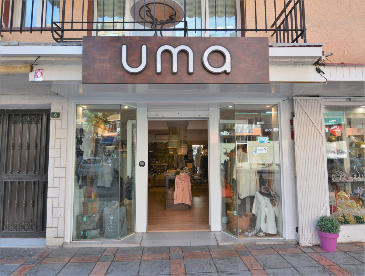 EXCLUSIVE, Beautiful clothing store is now for lease in a trade area.  It is located in the exclusiv, Spain
