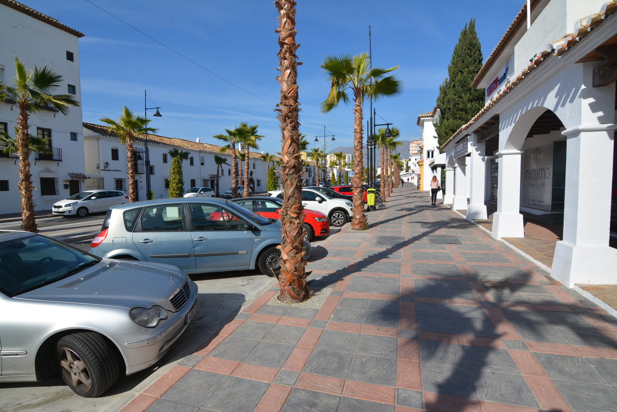 For sale, raw business in the center of Fuengirola. Unbeatable area, ideal to create a new trade or , Spain