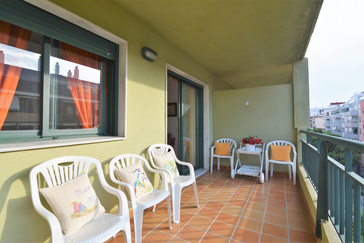 Beautiful apartment for sale in the heart of Fuengirola a minute walk from the beach and all kinds o, Spain