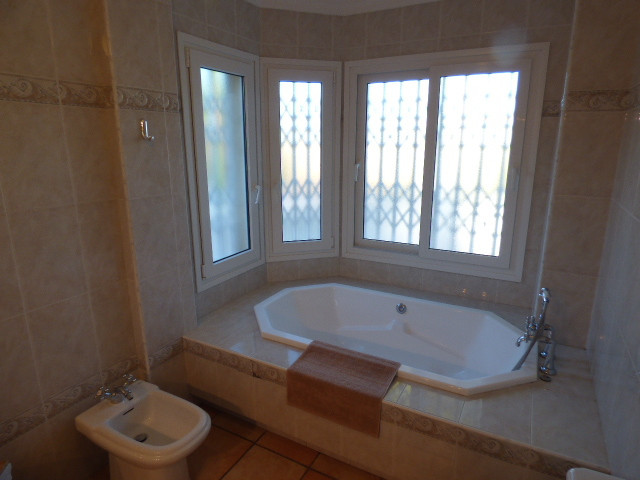 5 Bedroom Villa for sale Torrenueva