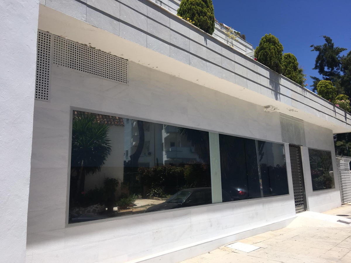 Commercial  premises situated in Marbella Centre with a functioning business (clinic). Situated very, Spain
