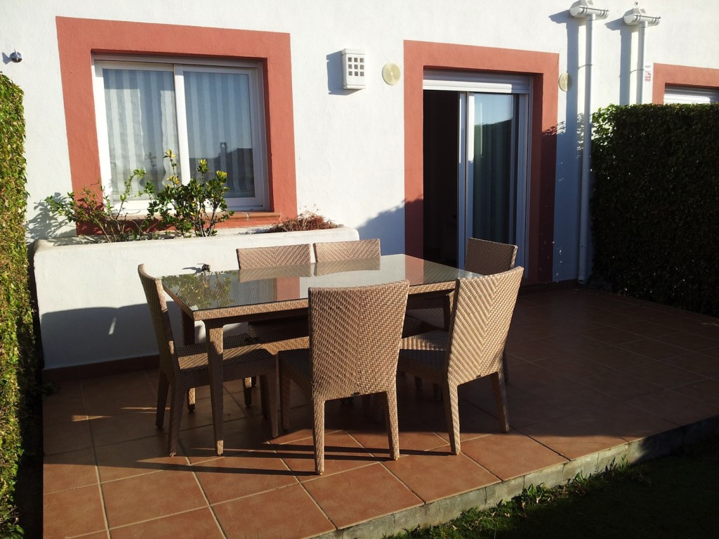 A brand new 3 bedroom 2 bathroom townhouse, fully furnished and ready to move. Cortijo del Mar is a ,Spain