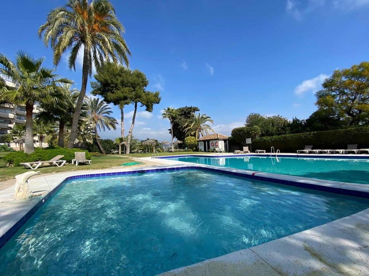 Marbella Banus Apartamento en Venta en Atalaya – R3722639