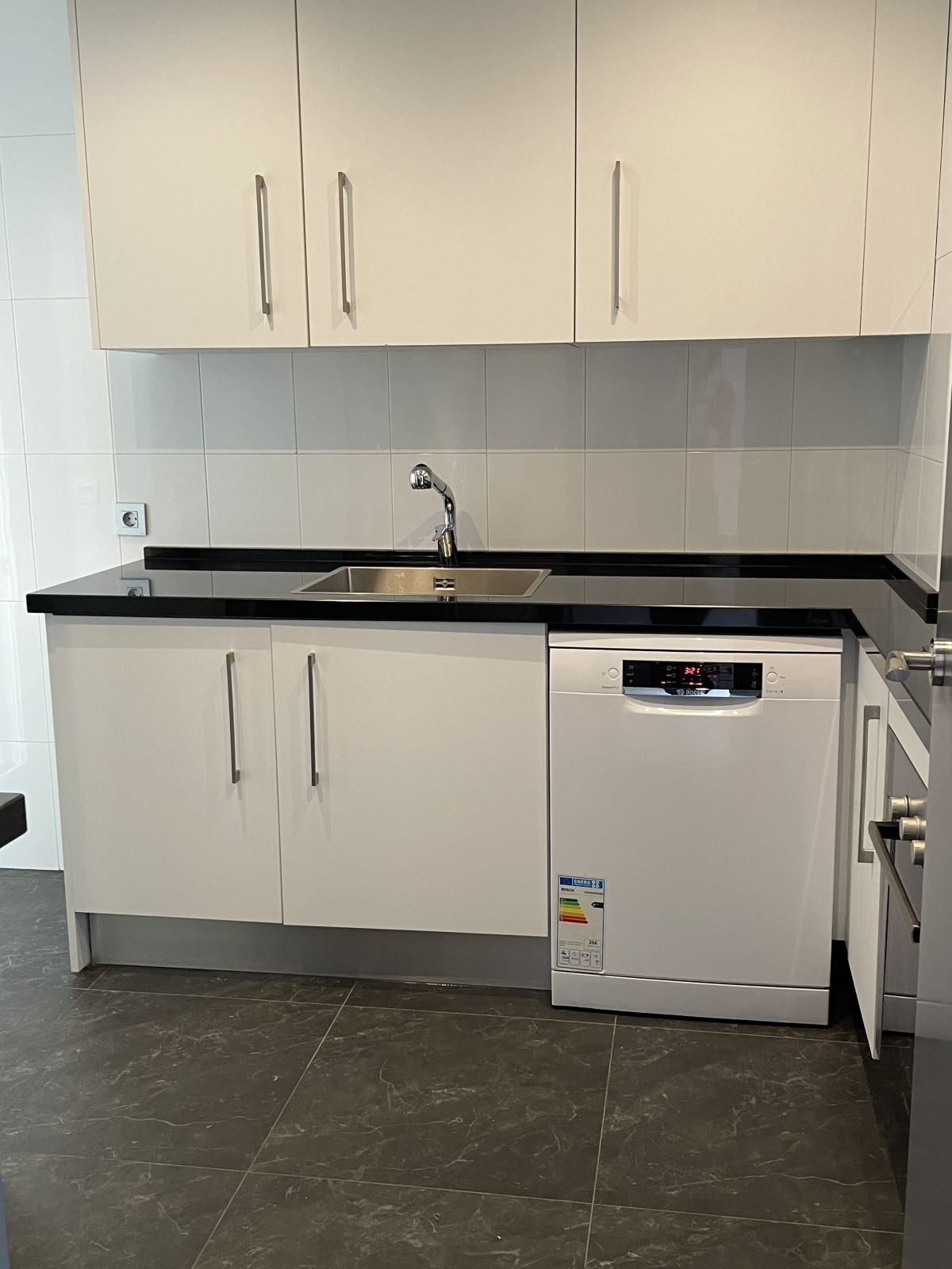 Apartamento en Venta en Nueva Andalucía – R3811414
