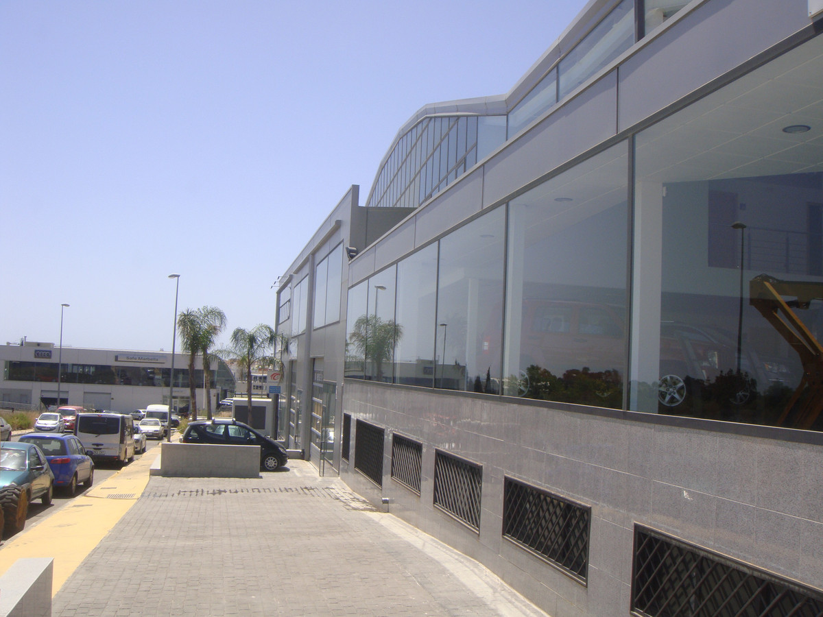 Commercial property - Auto Service, launched business. Located in Poligono Industrial, San Pedro. Al, Spain