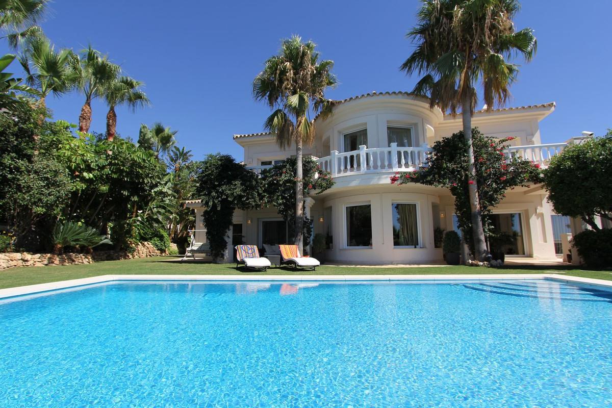 Marbella Banus Villa – Chalet en Venta en Altos de los Monteros – R2889725