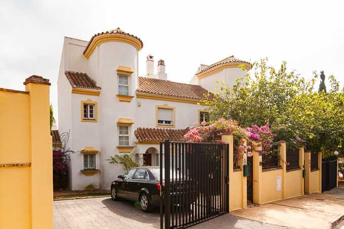 Lovely cosy Villa is located in a quite area of Elviria, Marbella East. Located very close to superm,Spain