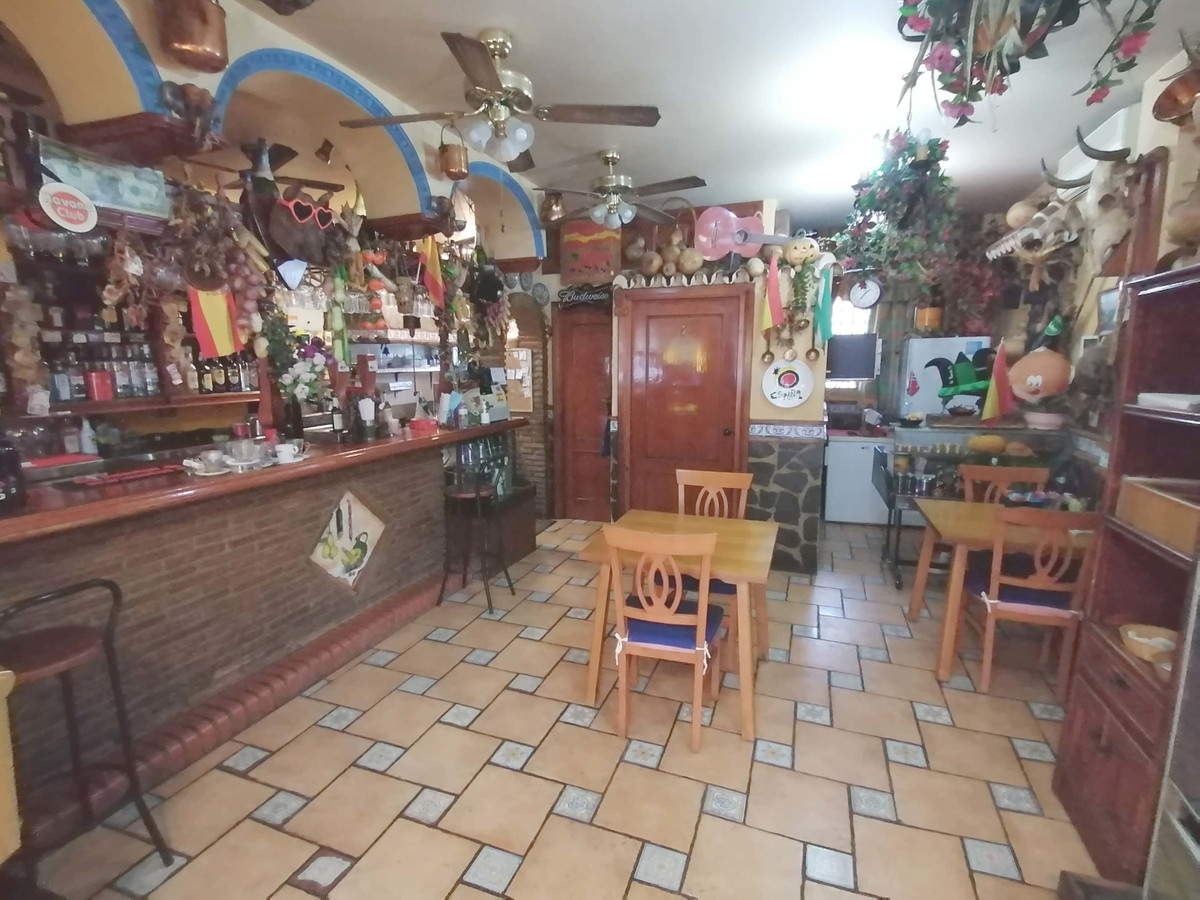 Restaurant - Bar with a 2 bedroom, 1 bathroom apartment in the lower part of Riviera del Sol. This r, Spain