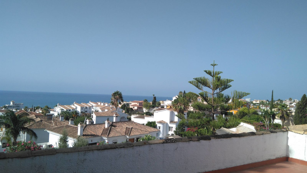 Villa a few meters from the beach with magnificent sea views, consists of 3 bedrooms with 2 bathroom, Spain