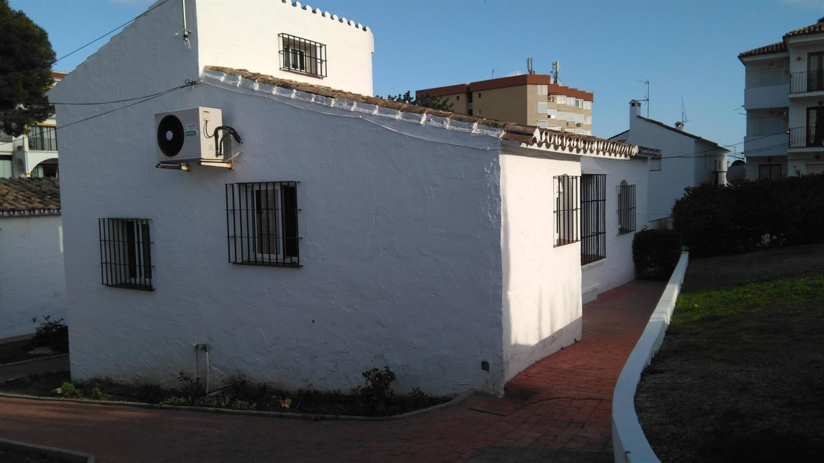 Beautiful little house in the urb. The Cortijera, consists of 1 bedroom with large fitted wardrobes,,Spain
