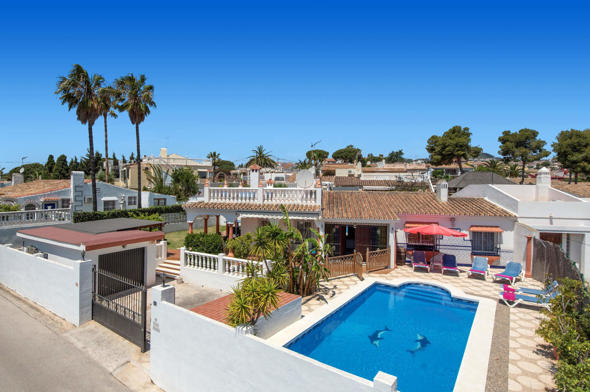Beutiful South facing Villa in Calahonda 400 meters from the Beach with sea views from the roof top , Spain