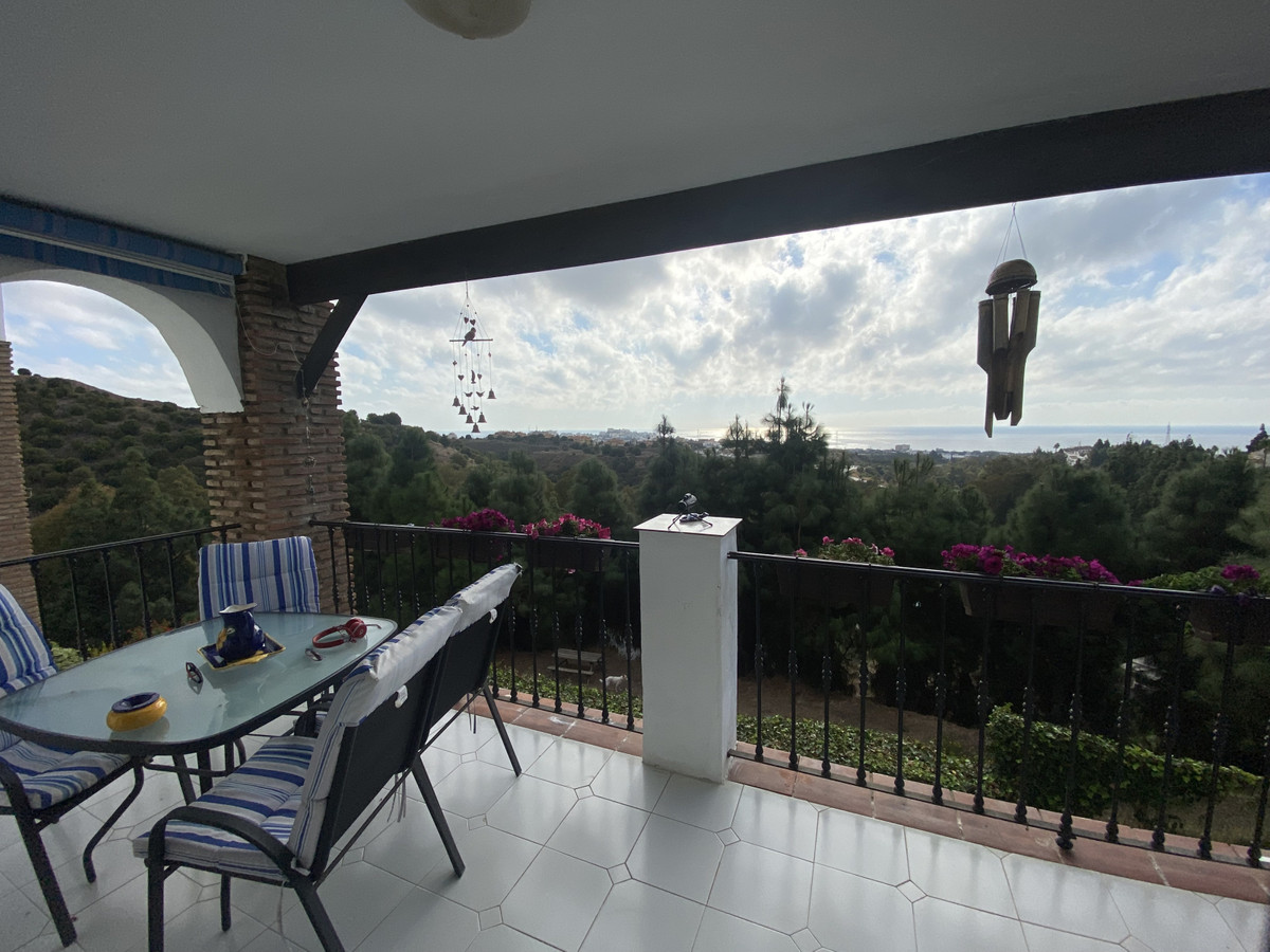 Beautiful apartment located within a sought after community in Calahonda, offering stunning panorami,Spain