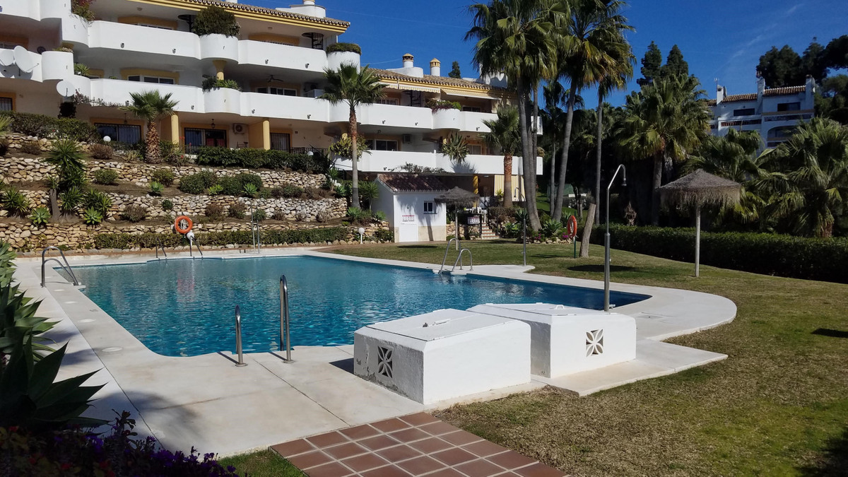 Ground Floor apartment in the gated community of La Siesta/Calahonda Golf in a quiet corner of the m, Spain