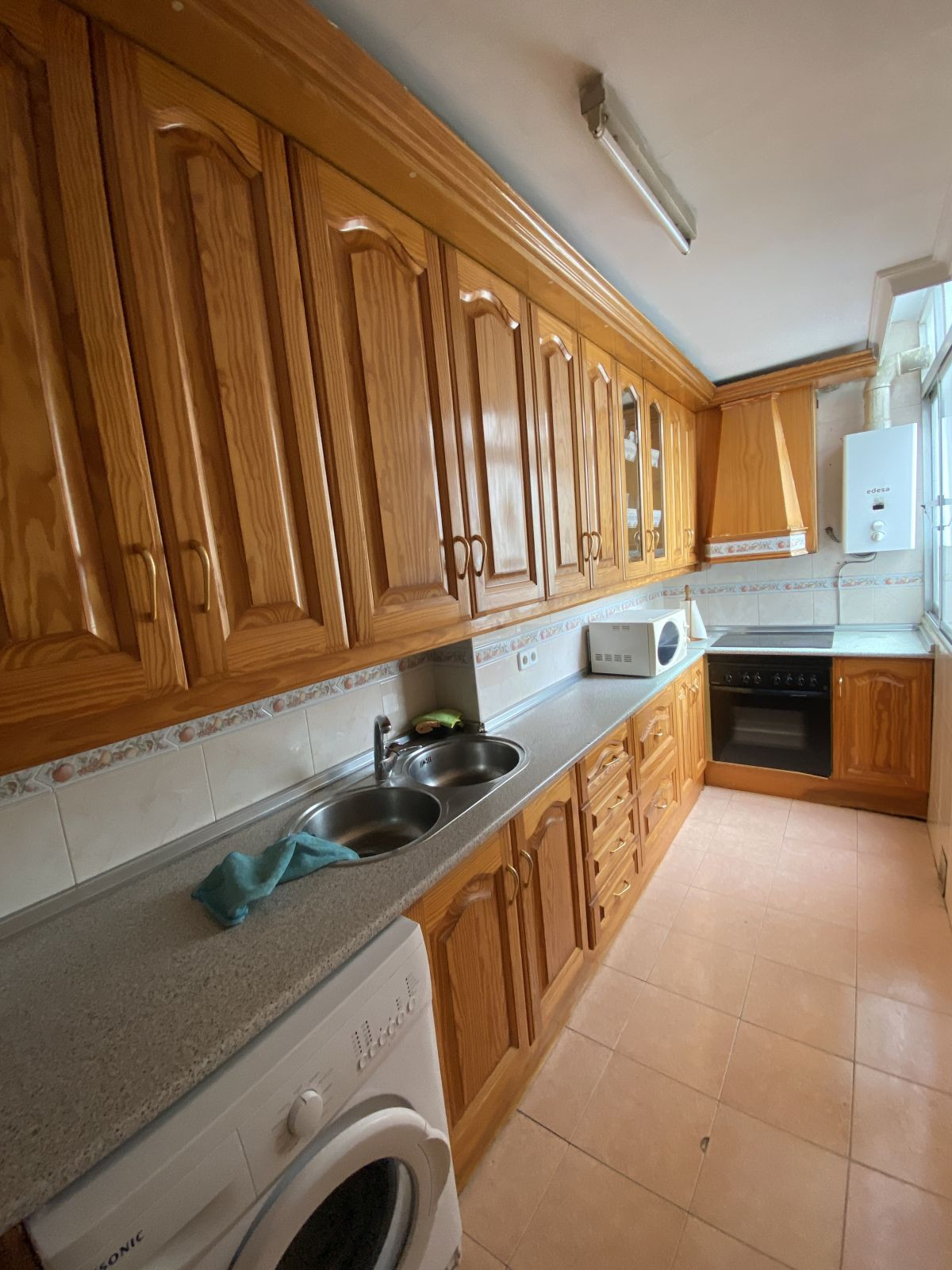 3  bedroom apartment, located in the center of Fuengirola. Large and independent kitchen. Bathroom w,Spain