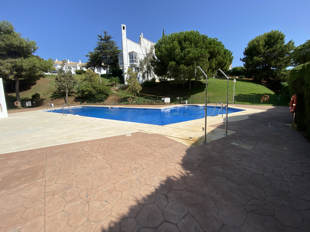 Lovely semi detached 4 bedroom house set in a well kept and beautiful urbanisation with stunning pan, Spain