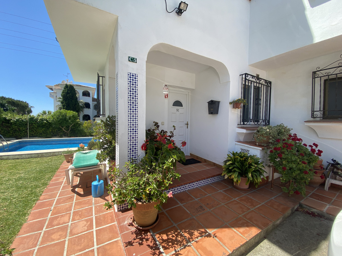 If you are looking for a good size townhouse, lower Calahonda, walking distance to all amenities, be, Spain