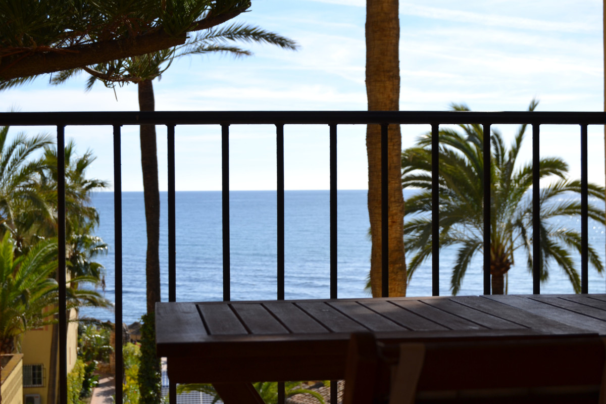 Dona Lola is a complex located on the beachfront. It has a gym, indoor pool, sauna, jacuzzi, outdoor,Spain