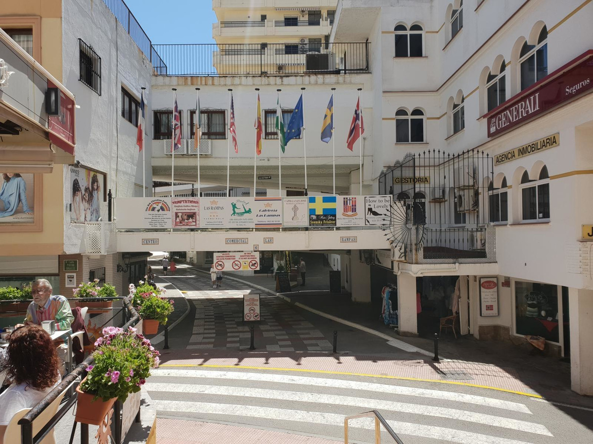 Commercial local located in the center of Fuengirola in the Las Rampas shopping center. Close and Bu,Spain