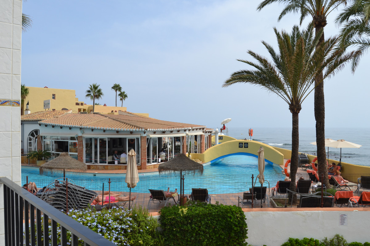 PERFECT LOCATION BEACH FRONT !!! Fantastic investment or holiday home , situated in the popular Dona, Spain