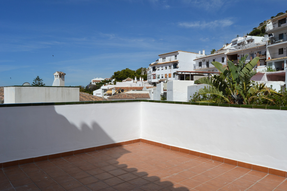 Very bright 3 bedroom 2 bathroom apartment in in the beautiful picturesque village of mijas. Walking,Spain