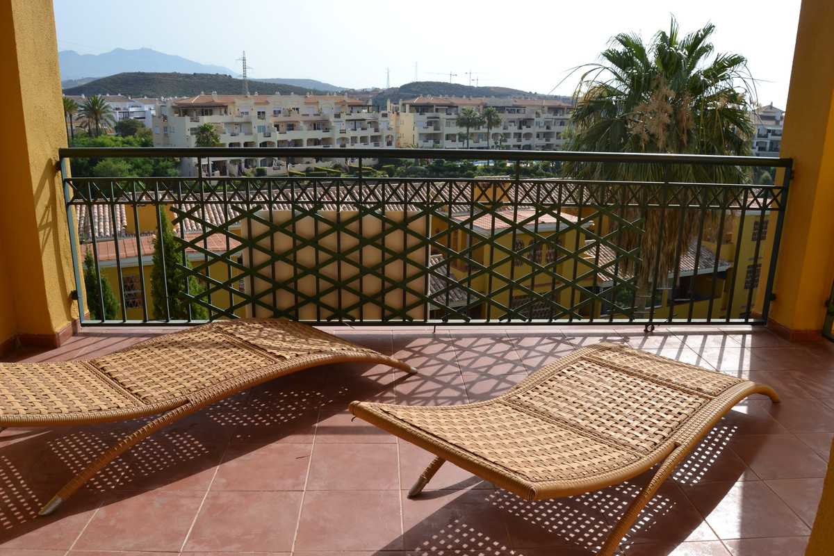 Fantastic location set in  Miraflores . Footsteps to the Miraflores Golf club, restaurant, close to ,Spain