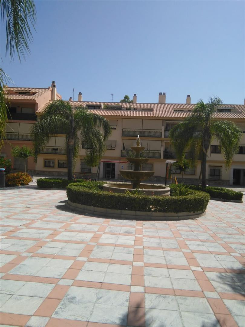 Good size, bright, spacious and very good quality built 2 bed 2 bathroom apartment set in a well kep, Spain