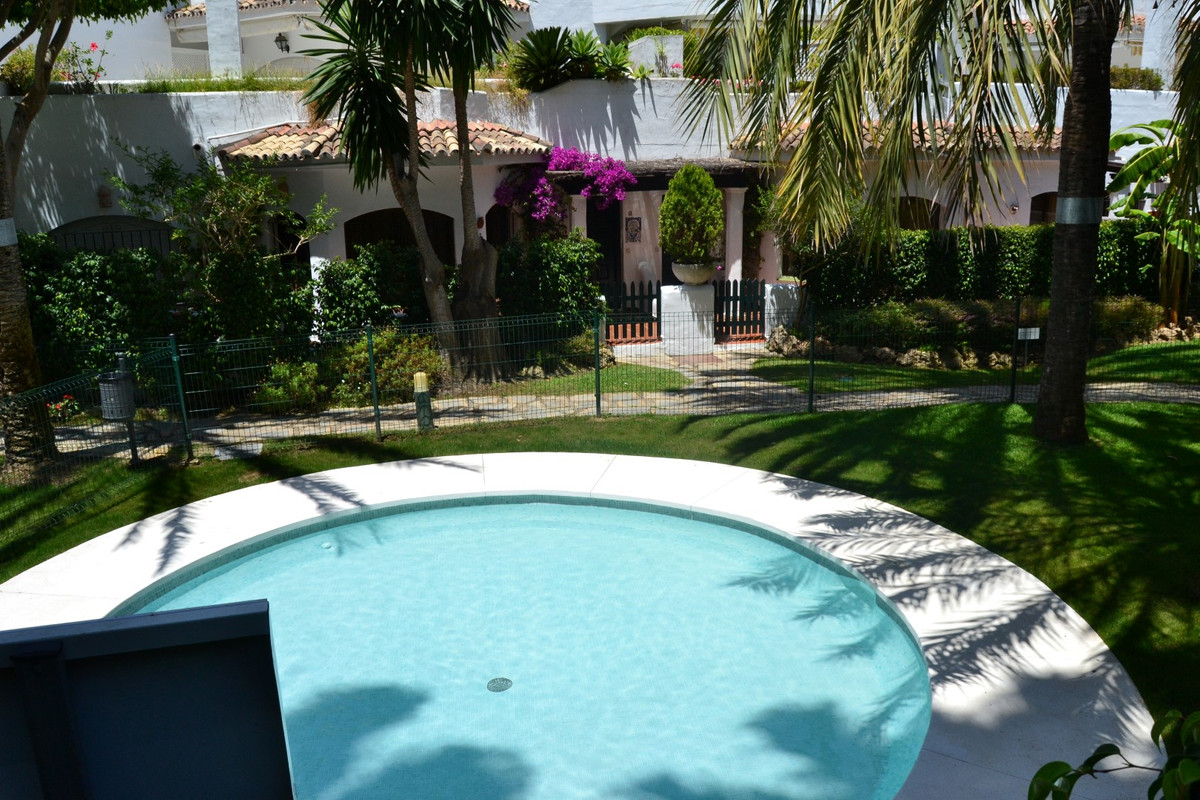 A VERY BRIGHT AND SPACIOUS APARTMENT,  WITHIN WALKING DISTANCE TO THE BEACH AND ALL AMENITIES. There,Spain