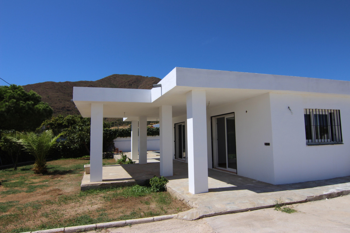 Inland countryhouse (area la Cala / Entrerrios) with amazing and relaxing views all-over. Perfect loSpain