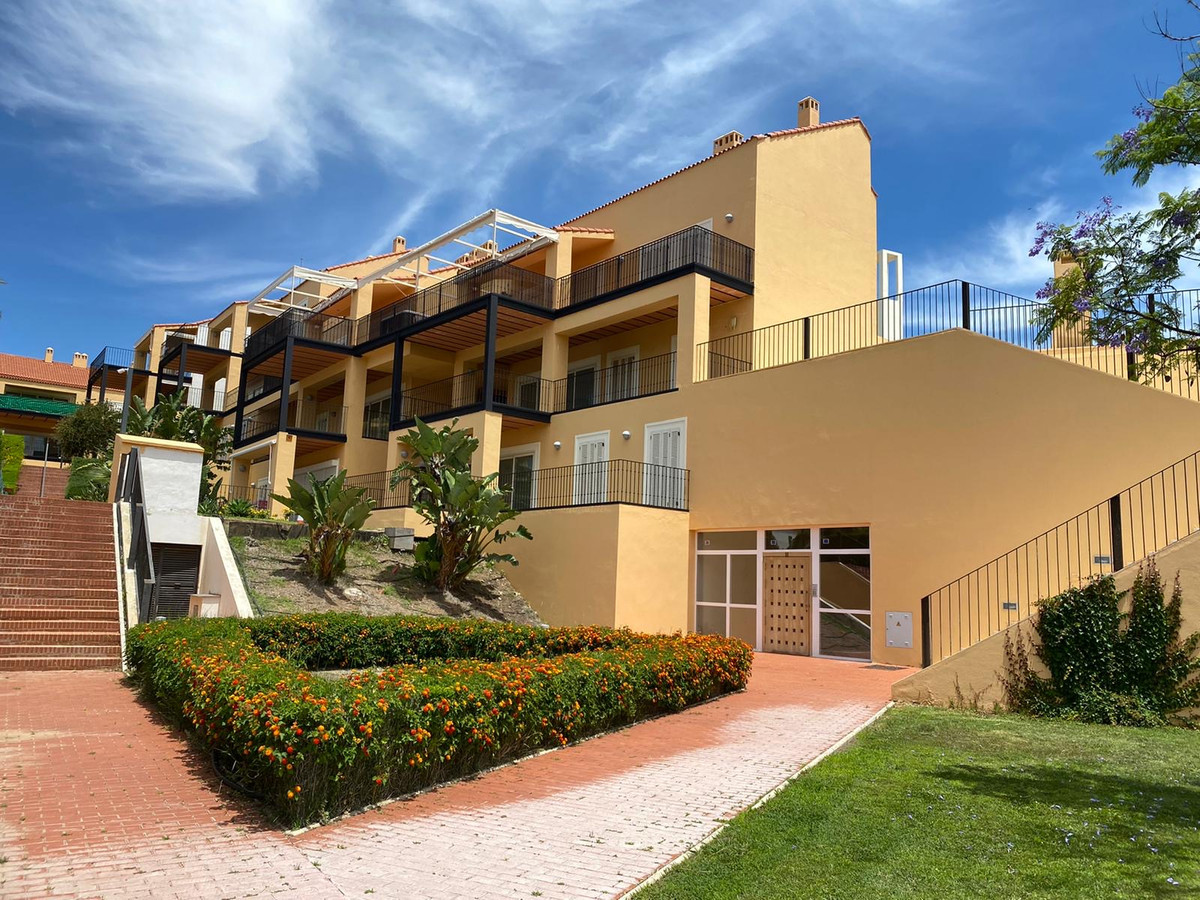 Apartment in Alhaurín de la Torre R1950585 1