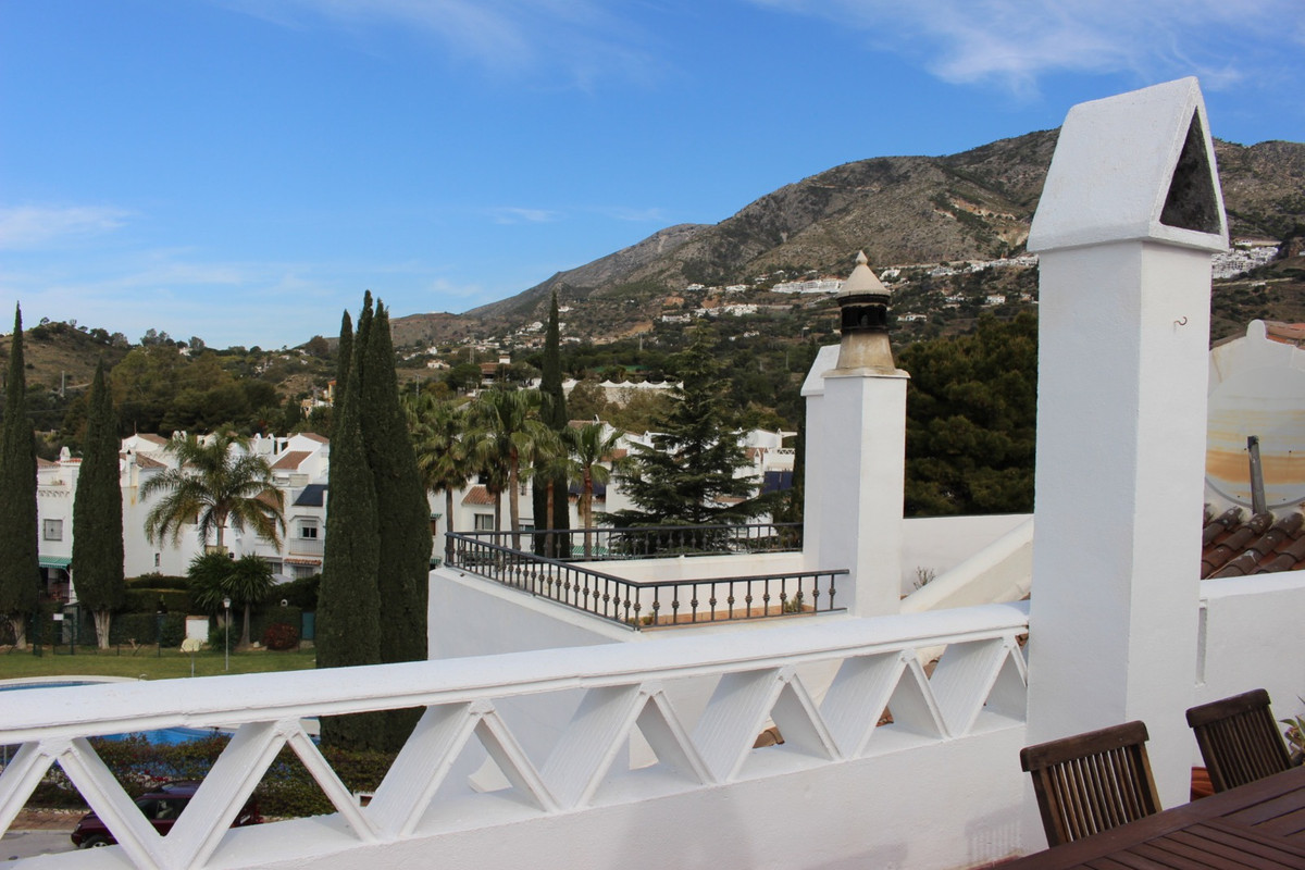 Really lovely sunny townhouse on the road to Mijas Pueblo. Offering a 3 bedroom townhouse with entra, Spain