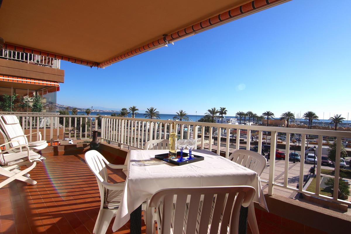 Lägenhet på mellanplan i Fuengirola R3199219