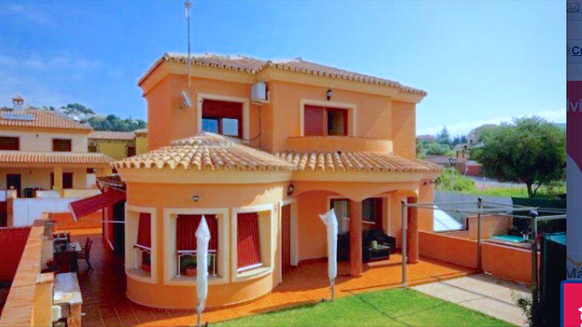 Really nice and sunny villa in a well know urbanisation near Fuengirola, offering a 5 bedroom villa ,Spain