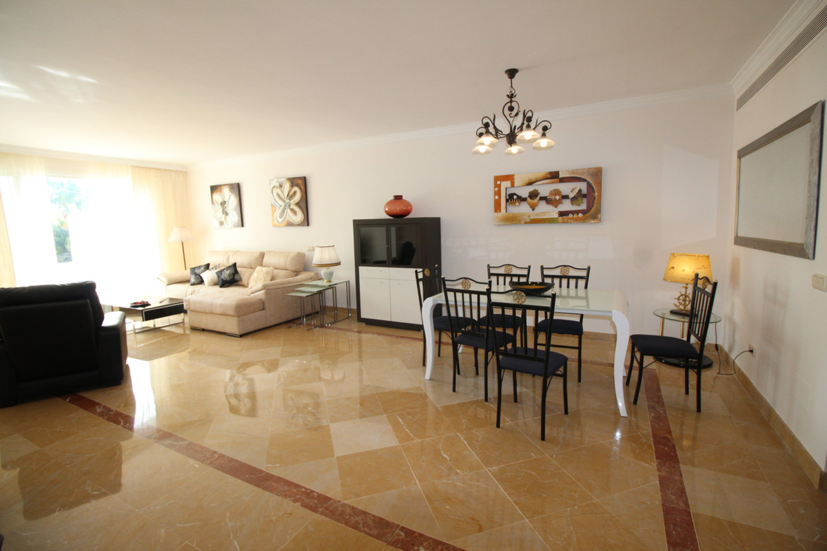 Bright and spacious two bedroom apartment located within the prestigious area of ??La Quinta, Benaha,Spain