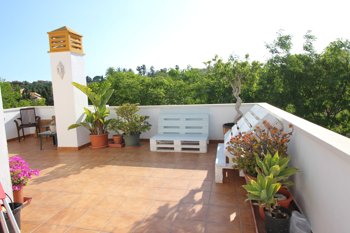 Cute corner apartment on a fourth floor close to Puerto Banus. The property consist of 2 bedrooms an, Spain