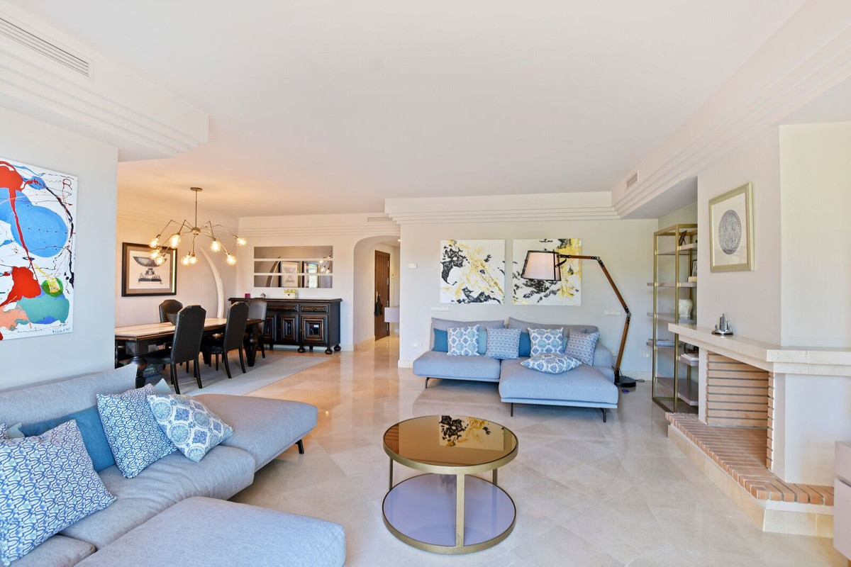 Luxury and sophistication for this magnificent three bedroom first floor property, located in the pr,Spain