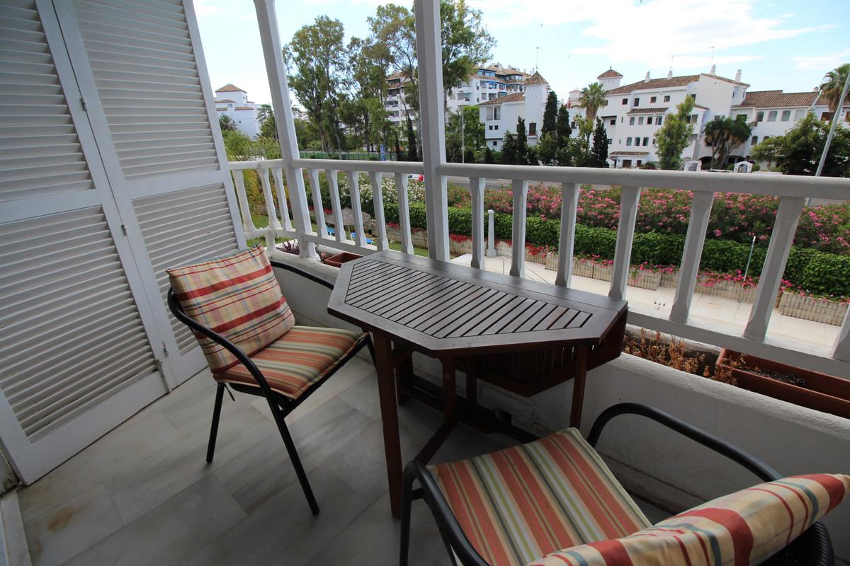 Apartamento en Venta en Nueva Andalucía – R3197164