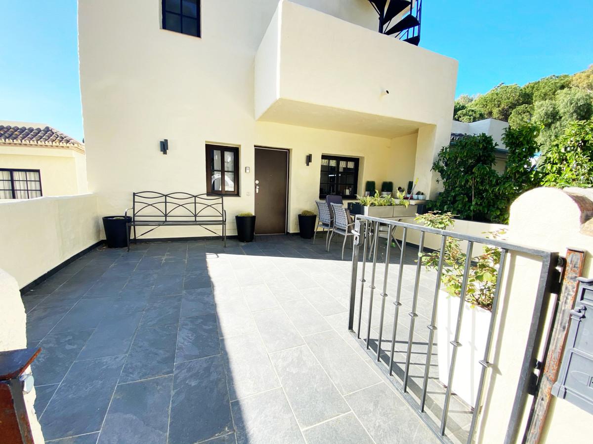 Apartamento Planta Media en Venta en Aloha – R3616064