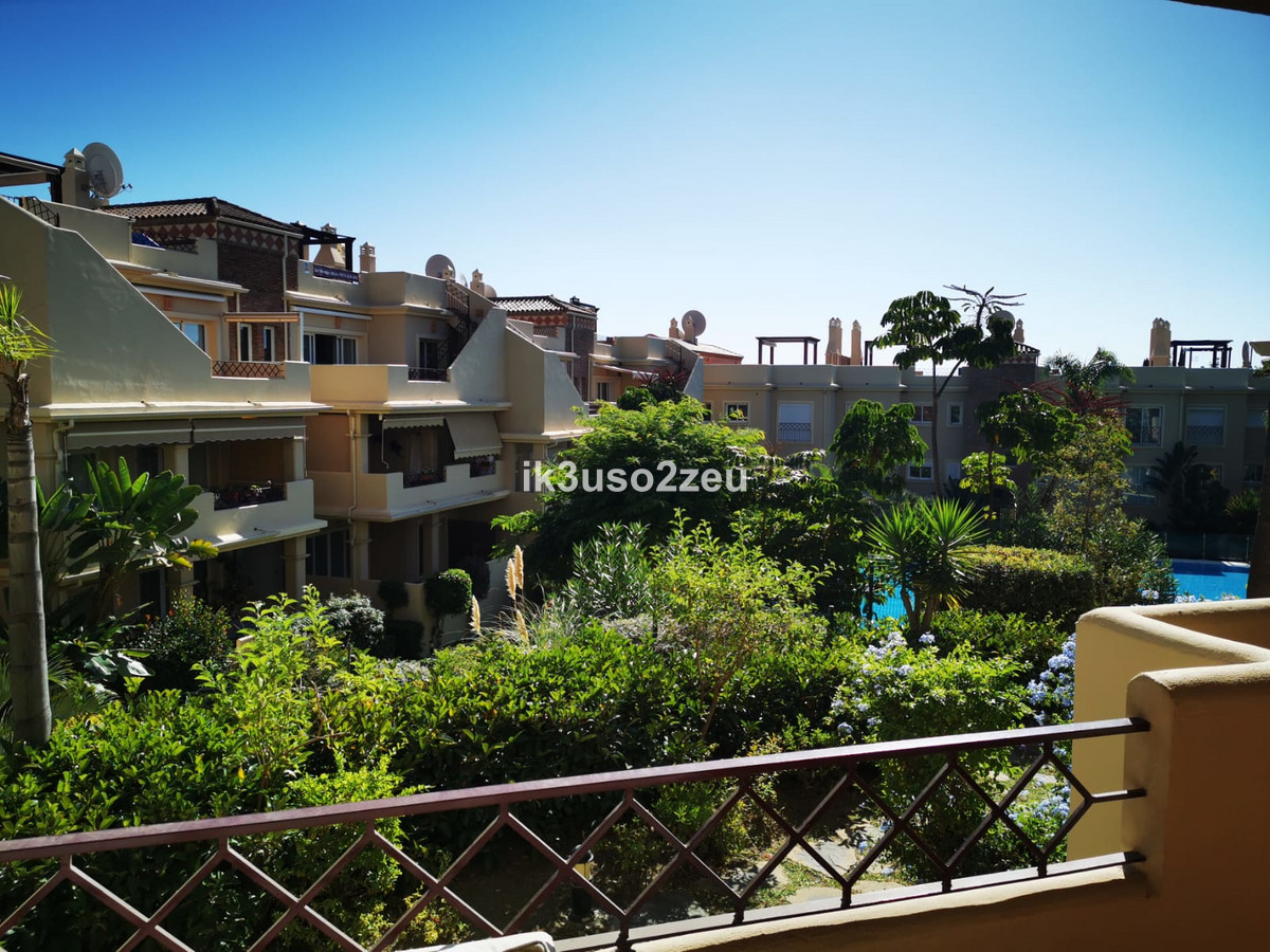 Semi-detached house of 130.20 m2 plot. In its distribution of basement, ground floor, 1st floor, tow,Spain