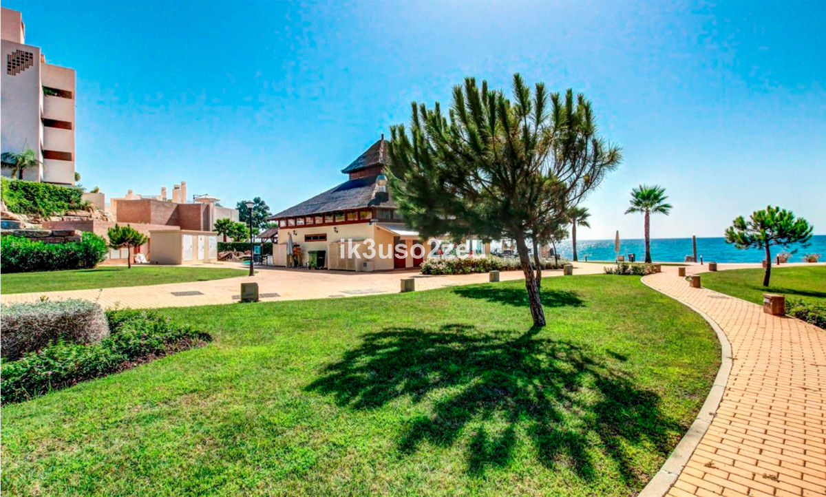 Luxury apartment located in an urbanization with 24 hours security, luxury, Bahia de la Plata. The e, Spain