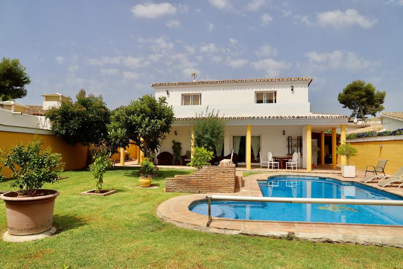 Marbella Banus Villa – Chalet en venta en Costalita – R3459955