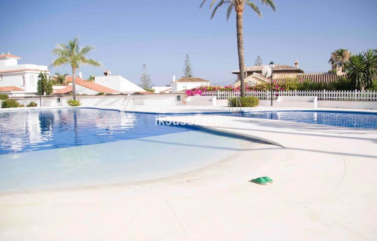 Magnificent furnished semi-detached townhouse in Arroyo Vaquero , consisting of 3 bedrooms 2 bathroo,Spain