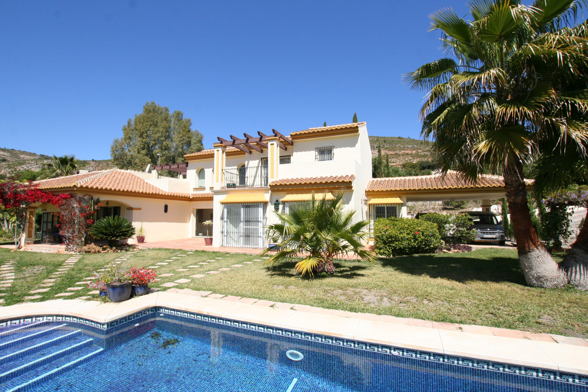 Delightful Finca (Villa) completed in 2007 and with all of the necessary paperwork including its Fir, Spain