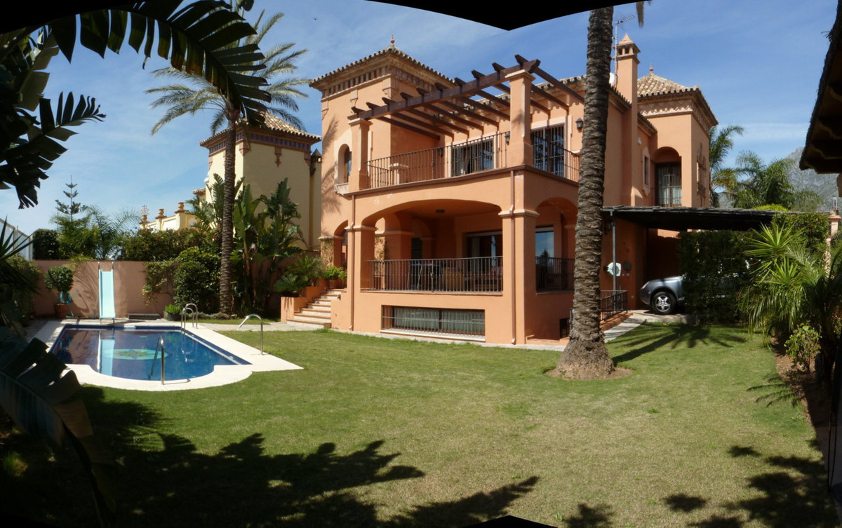 Villa for sale in Marbella. Located in a residential area. Well Connected the city center. In the su,Spain