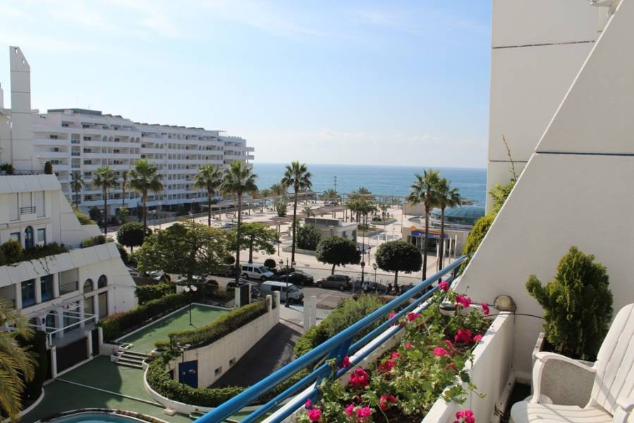 Nice penthouse in Marbella center with seafront views in a closed security cameras and concierge com, Spain