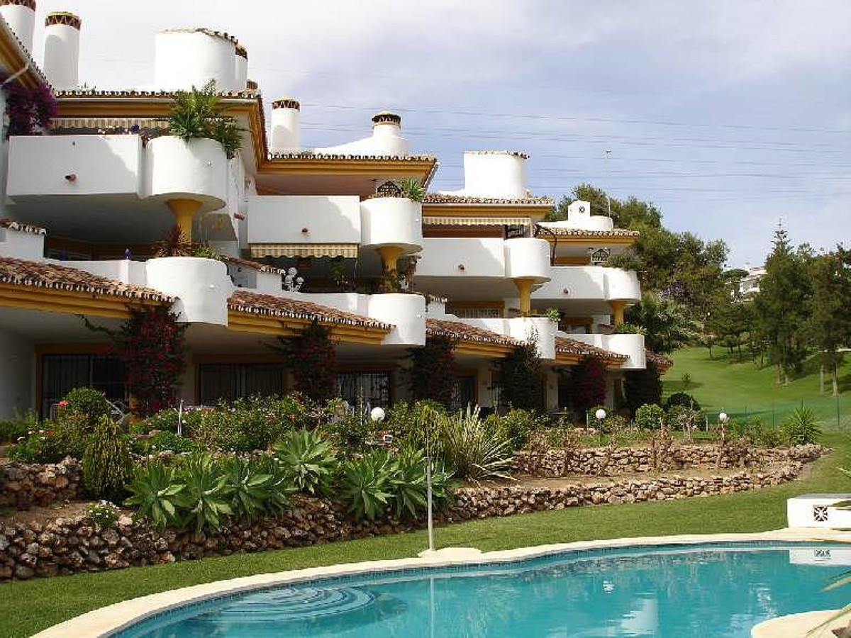 First line of La Siesta Golf, Calahonda! . A spacious apartment with beautiful views of the golf cou,Spain