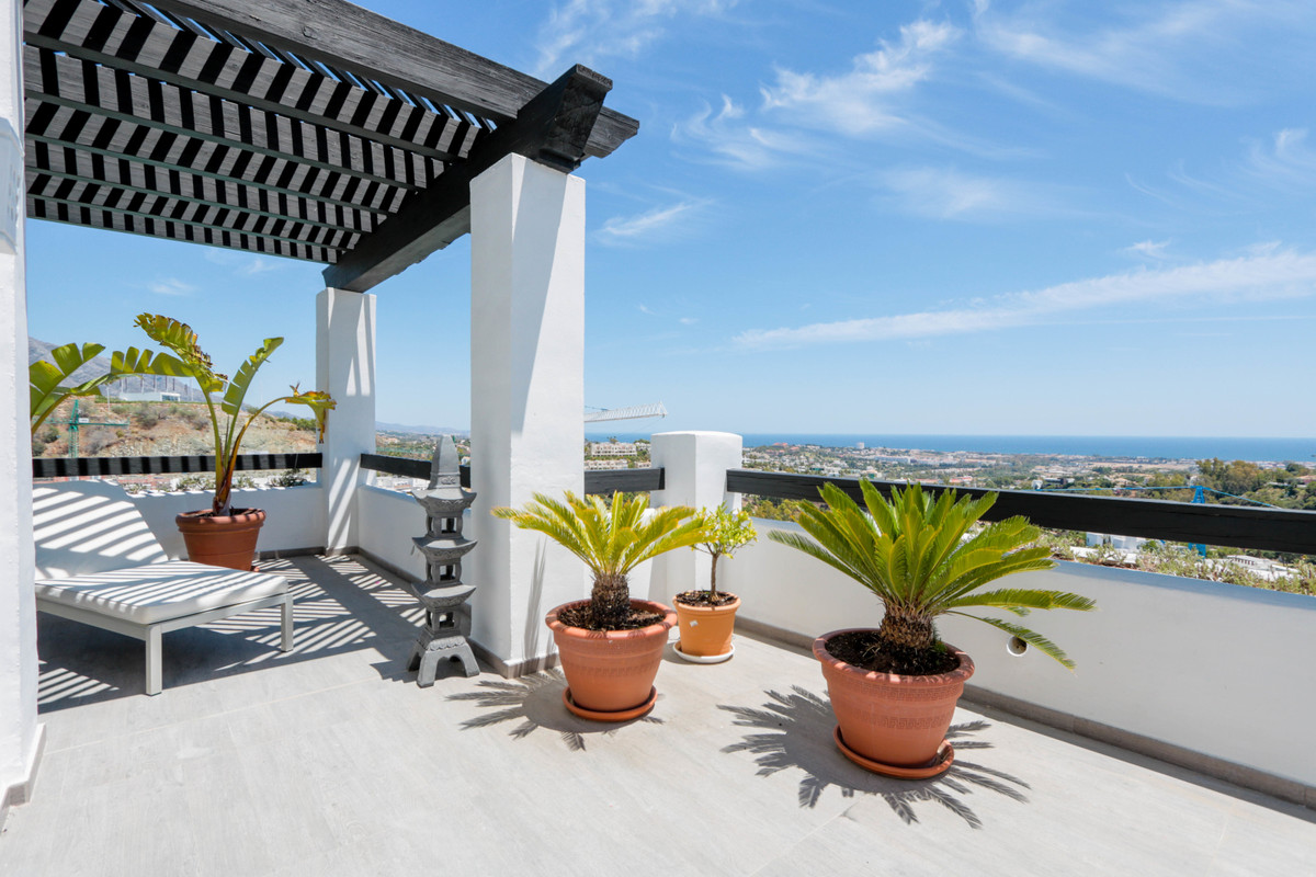 Lovely modern and contemporary 3 bedroom apartment on one level, located in Valley Heights, this apa,Spain